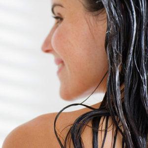 Maska do włosów nałożona na włosy
