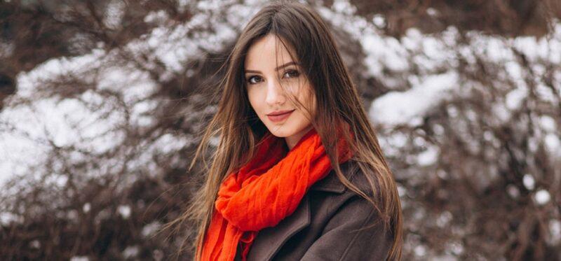 pielęgnacja włosów zimą, jak zimą dbać o włosy, co na elektryzujące się włosy, elektryzowanie się włosów zimą, pielęgnacja włosów w zimę