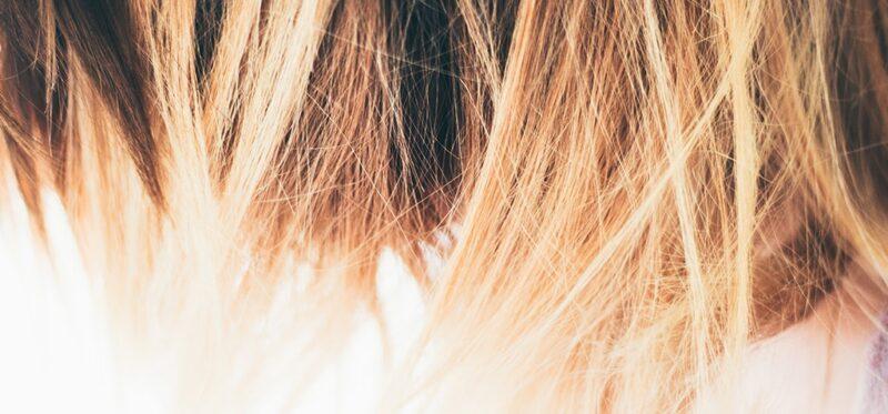 obcinanie końcówek włosów