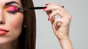 dobierz makijaż do koloru włosów, sztuczki makijażowe, porady makijażowe, makijaż a kolor włosów, jak dopasować makijaż do koloru włosów