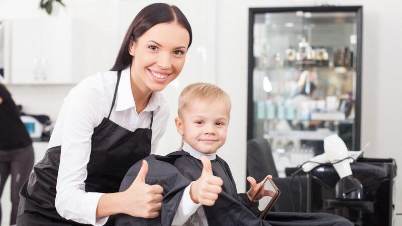 pierwsza wizyta z dzieckiem u fryzjera