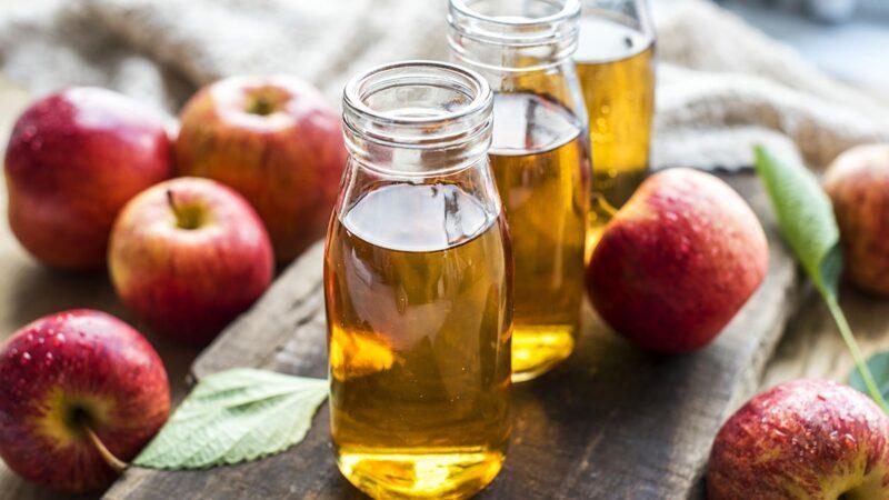 płukanka octowa, ocet jabłkowy działanie, ocet jabłkowy w kosmetyce, naturalne kosmetyki