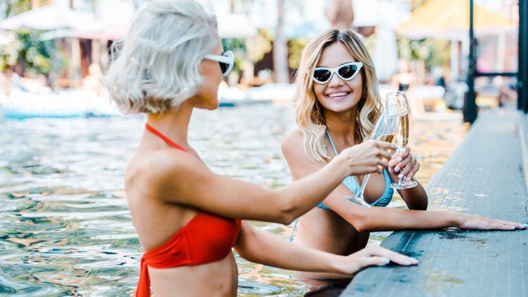 jak dbać o włosy na wakacjach, kosmetyczny niezbędnik, vademecum włosomaniaczki, jakie kosmetyki na wyjazd, jakie kosmetyki na urlop