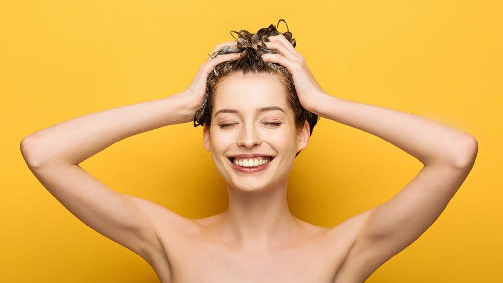 jak myć włosy bez szamponu, domowe szampony do włosó, metoda oczyszczania no-poo