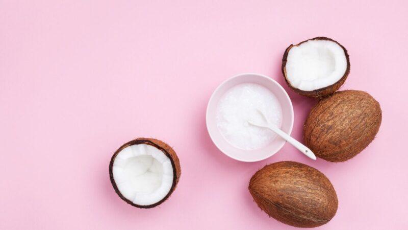 olej kokosowy do włosów, olej kokosowy rafinowany czy nierafinowany, olejowanie włosów olejem kokosowym
