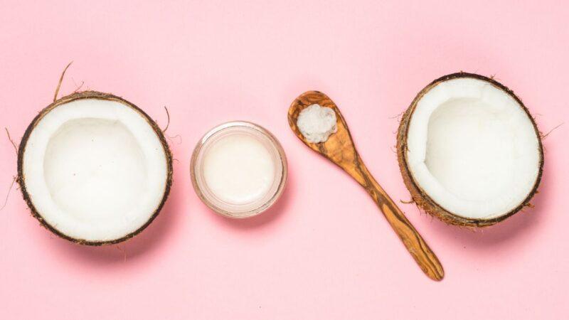 maseczka na włosy z oleju kokosowego, domowe maseczki na włosy, olejowanie włosów olejem kokosowym