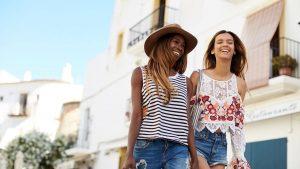 jak dbać o włosy latem, jak pielęgnować włosy w lato, jak chronić włosy przed słońcem