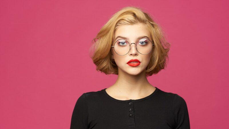 Czy alkohol zawarty w kosmetykach szkodzi włosom?