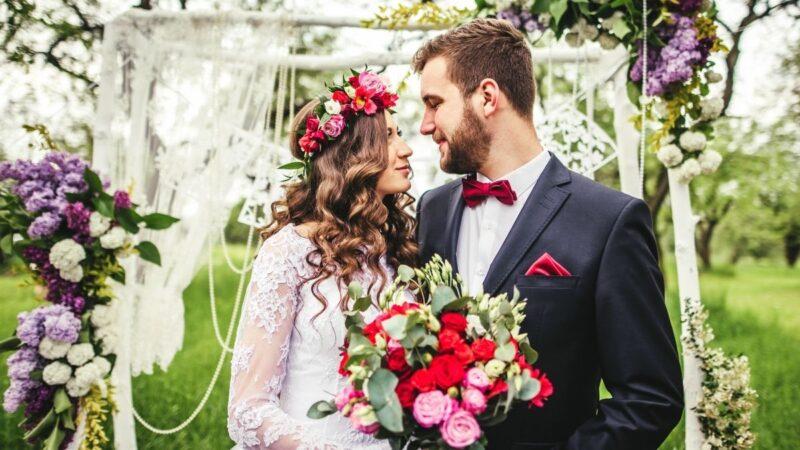 Ślub na głowie – gdzie szukać inspiracji na fryzurę ślubną?