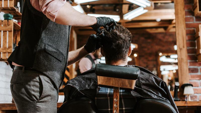 Jak urządzić salon barberski?