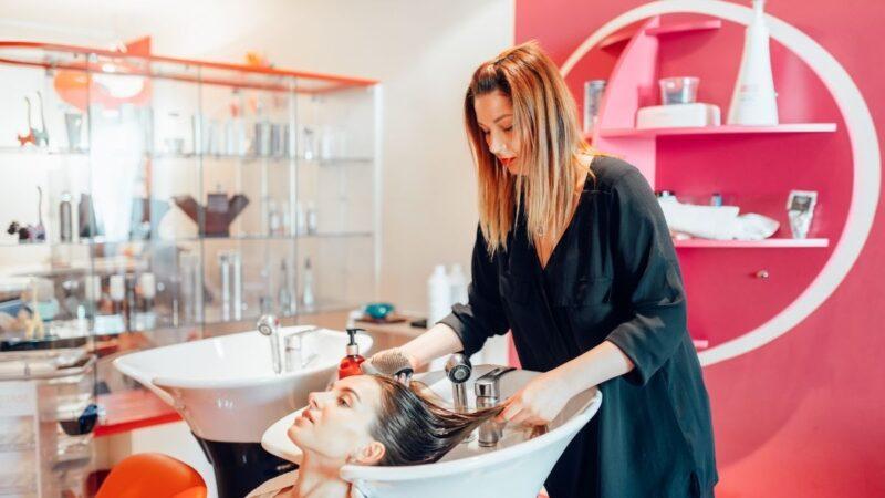 Kolory w salonie fryzjerskim – to musisz wiedzieć