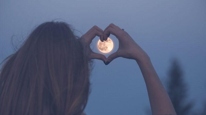 fazy księzyca a włosy, księżyc wpływ na wlosy, kalendarz księżycowy a włosy, kalendarz lunarny a włosy