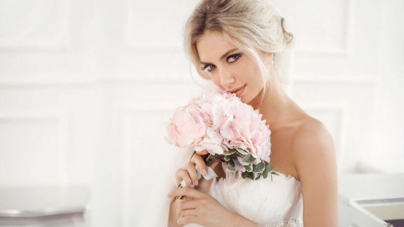 Ślub na głowie: Fryzury próbne – czy warto je robić?