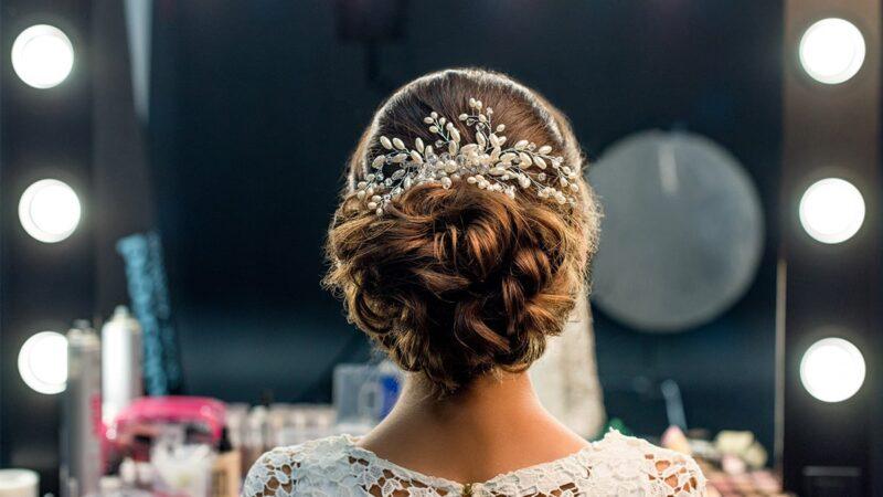 Ślub na głowie: Co zrobić, żeby fryzura wytrzymała do białego rana?