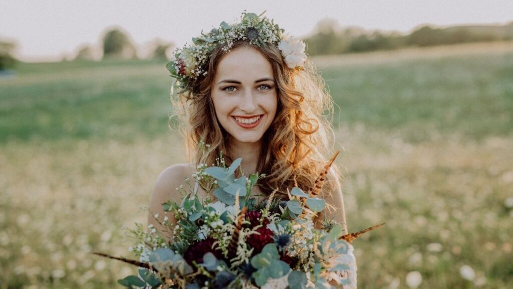 fryzura na ślub w lato, co trzeba wiedzieć o ślubie w lato, jak się przygotować do ślubu w lato