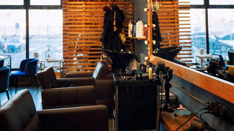 styl industrailny w salonie fryzjerskim styl loftowy w salonie fryzjerskim