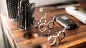 salony fryzjerskie zamknięte, ponowne zamknięcie salonów fryzjerskich
