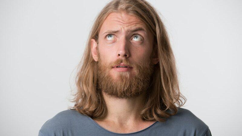 jak stylizować męskie długie włosy, czym stylizować męskie długie włosy,