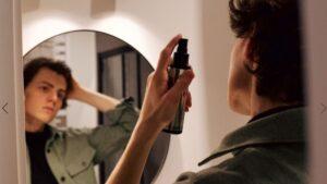 messy hair, messy look, kontrolowany nieład, efekt potarganych włosów