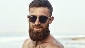 jak dbać o brodę latem, jak chronić brodę przed słońcem