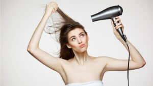 jak szybko wysuszyć włosy, jak szybko suszyć włosy, szybkie suszenie włosów