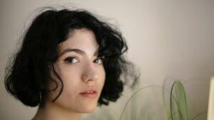 fryzury przejściowe, fryzury przy zapuszczaniu włosów