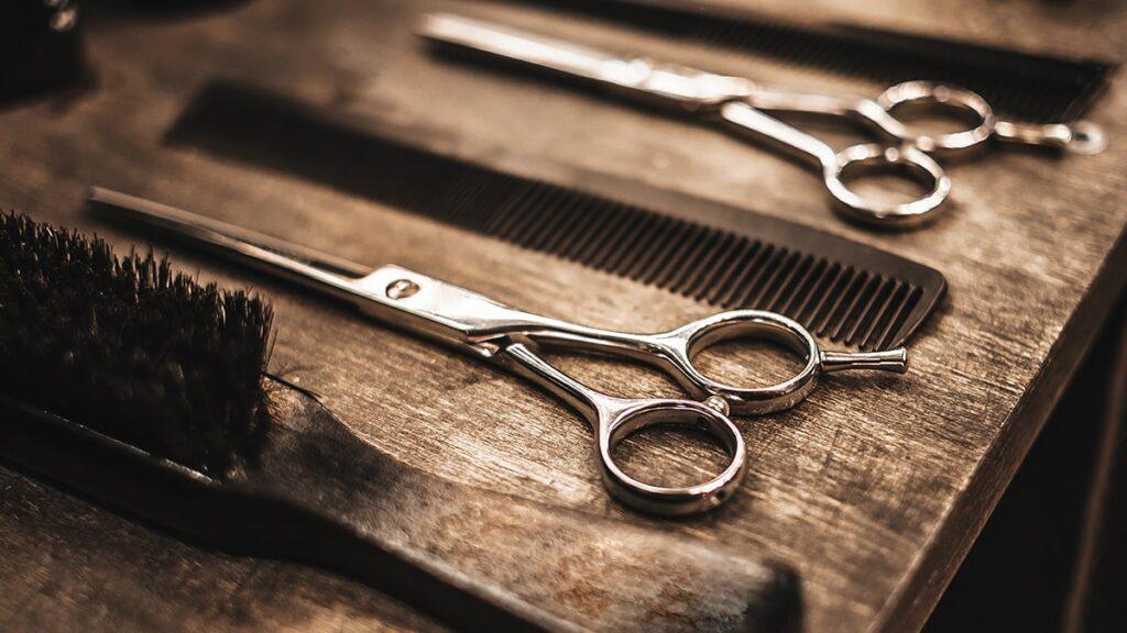 grzebienie fryzjerskie, nożyczki fryzjerskie