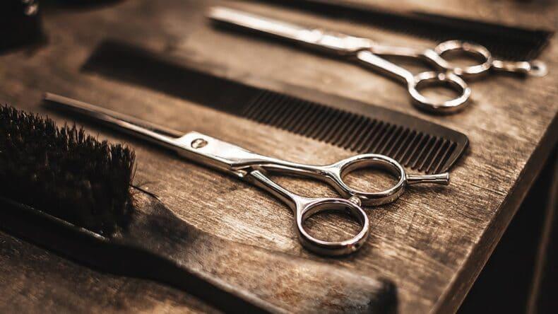 Rodzaje grzebieni dla fryzjerów – musisz to wiedzieć